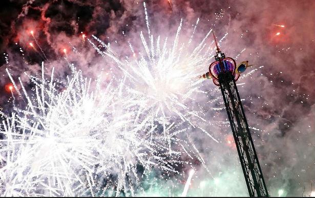 Den Korte Avis | Godt nytår fra Tivoli med hygge, lysshow og fyrværkeri – se de mange fotos af ...