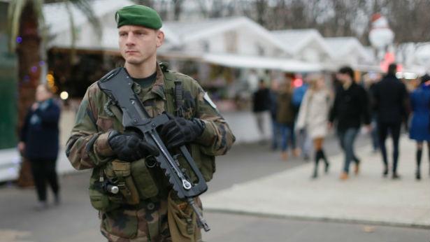 franske soldater der beskytter j der er i fare de har v ret udsat for 371 angreb p kun fem. Black Bedroom Furniture Sets. Home Design Ideas