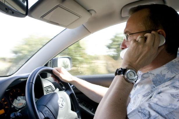 Den Korte Avis | Ny undersøgelse afslører, hvor meget vi taler i telefon, mens vi kører i bil
