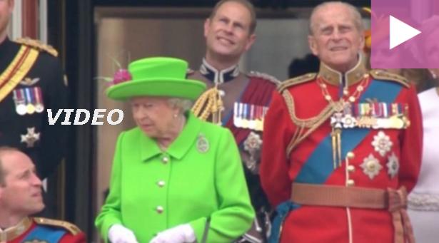 den korte avis video dronning elisabeth giver sit barnebarn kronprins william en ordentlig opsang. Black Bedroom Furniture Sets. Home Design Ideas